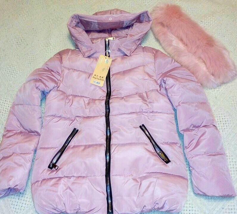 Новая куртка с капюшоном и карманами...
