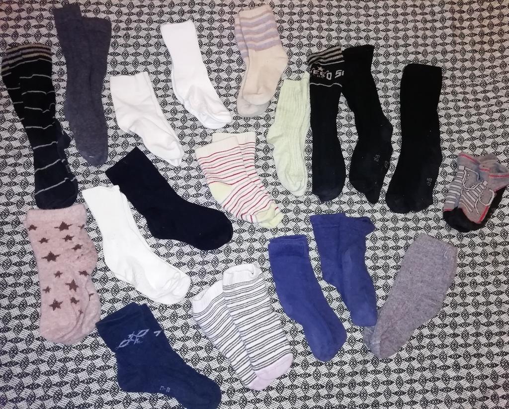 Отдам 19 пар носков, гольф, тёплых носков (ангорка