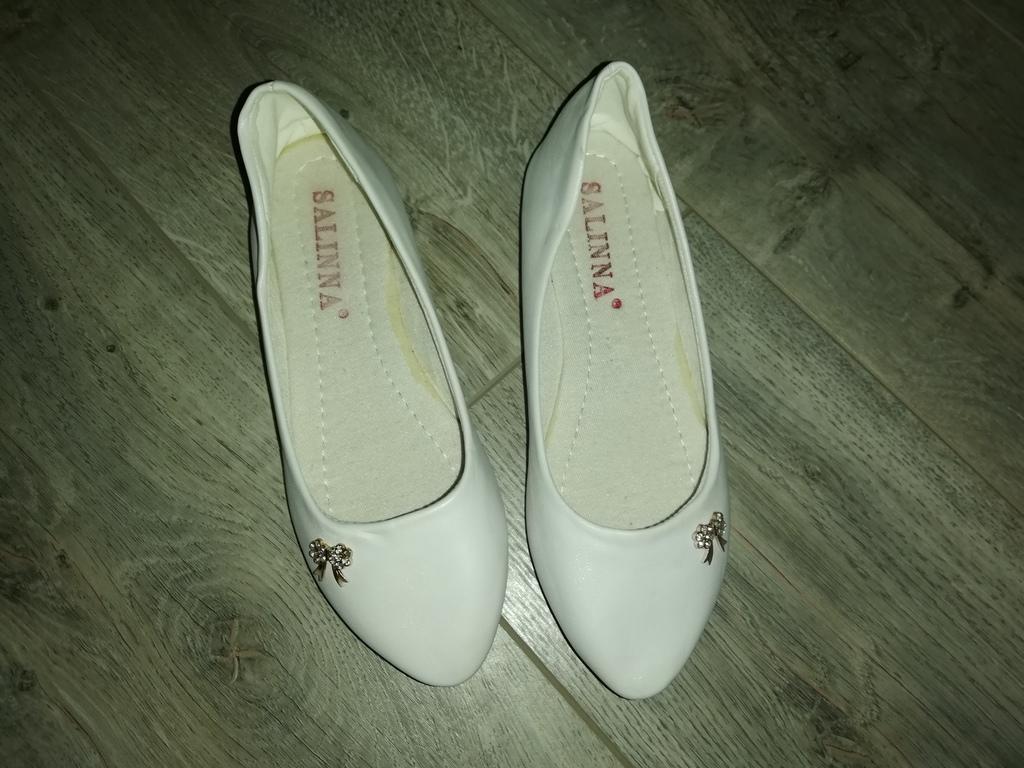 Отдам балетки белые новые р. 37(23,5см)..