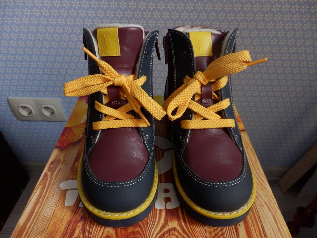 Ботинки демисезонные TapiBoo новые, размер 28
