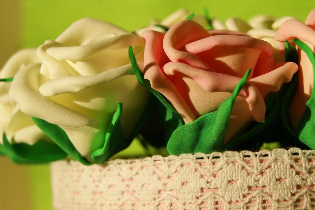 Мини розы ручной работы.