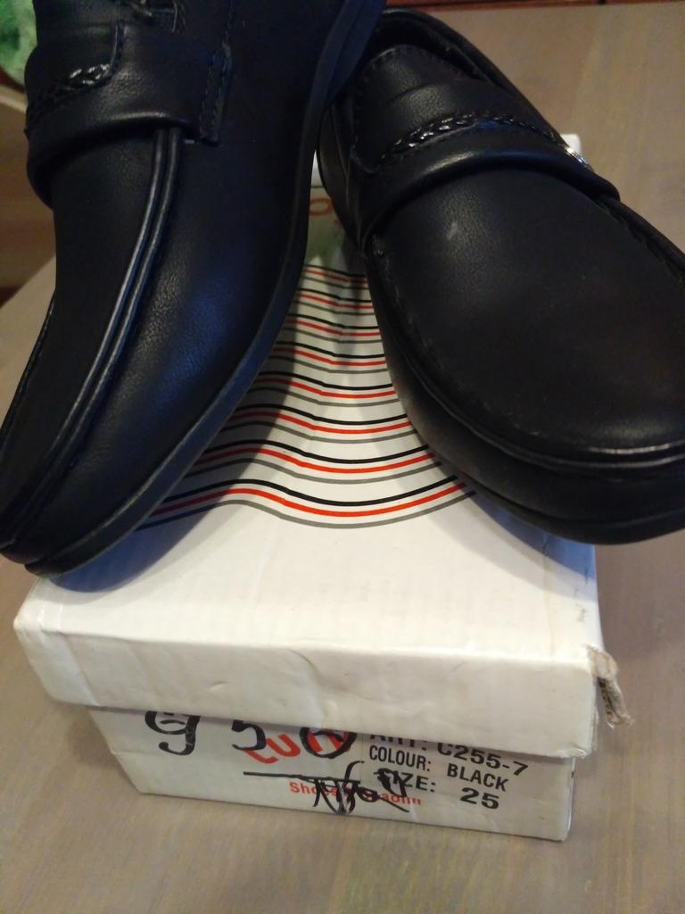 Детские туфли черные к/з р.27, стелька 17 см новые