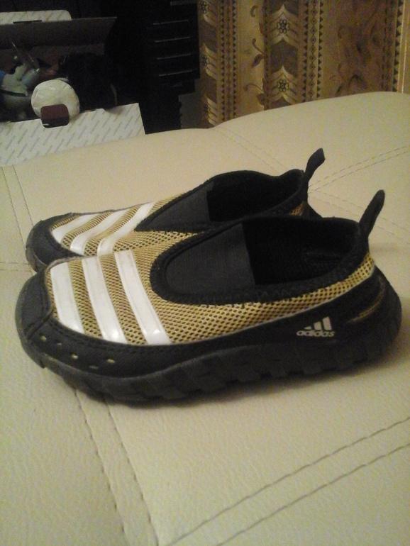 Коралловые тапочки adidas