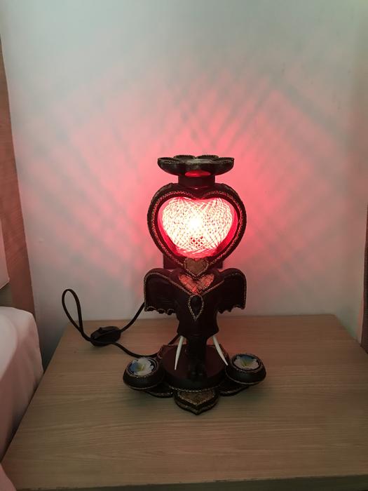 Лампа из Тайланда новая, ручной работы, дерево