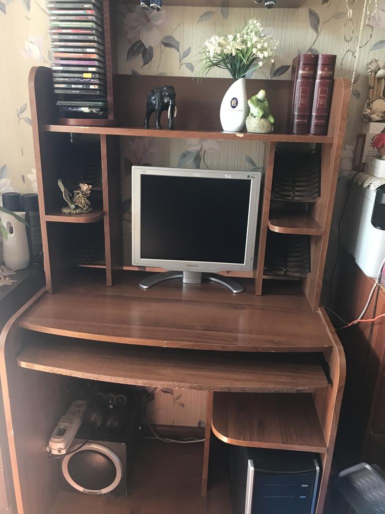 компьютерный стол + полка под диски