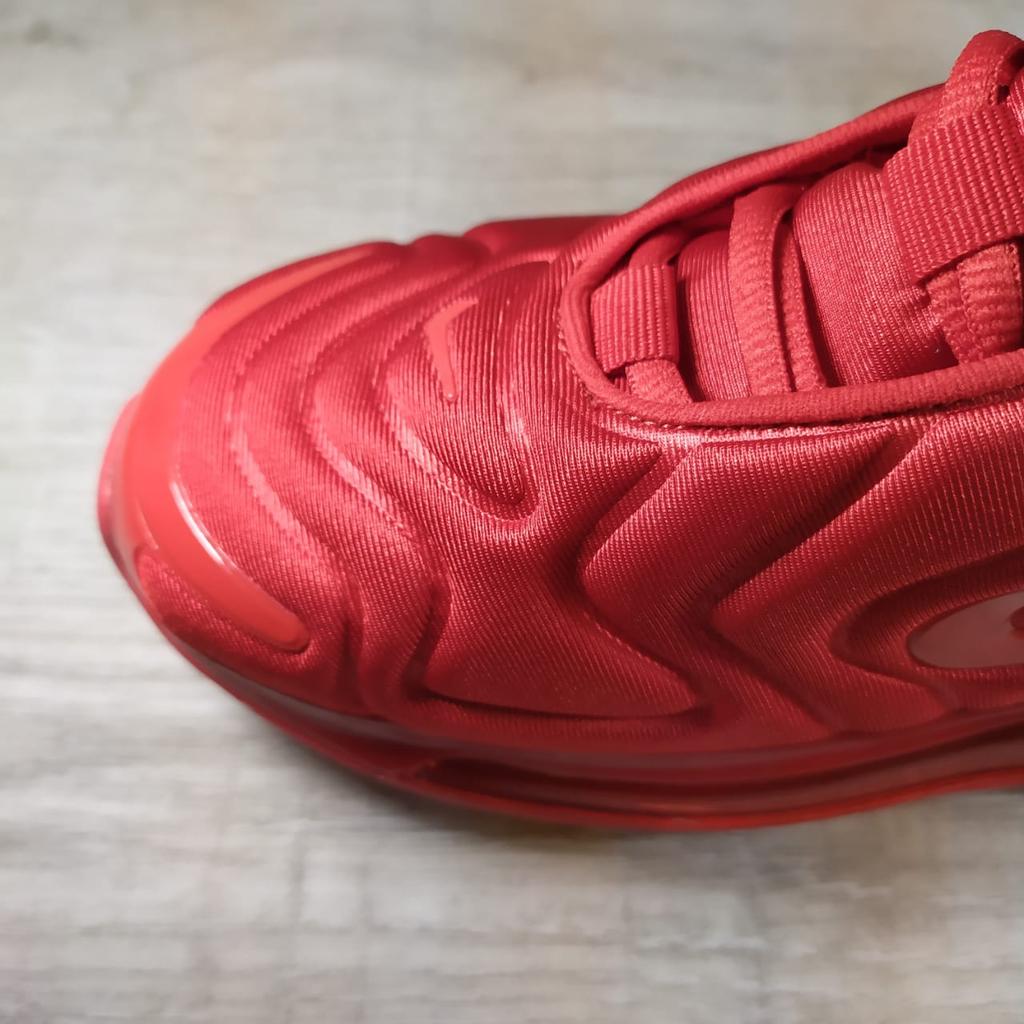 Красные кроссовки Nike Air Max 720