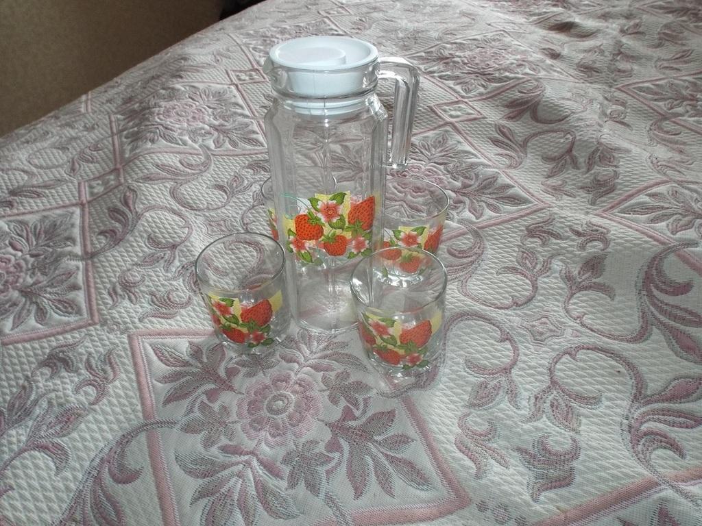 Графин + 4 стакана новый