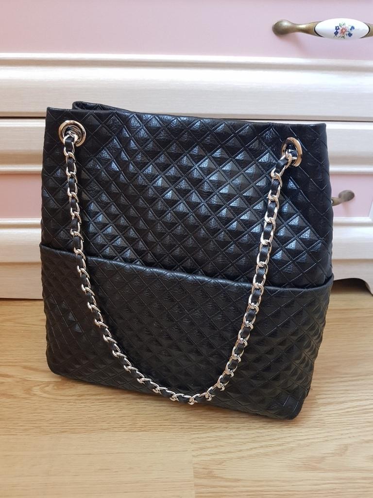 Новая кожаная сумка Италия на цепочке черная