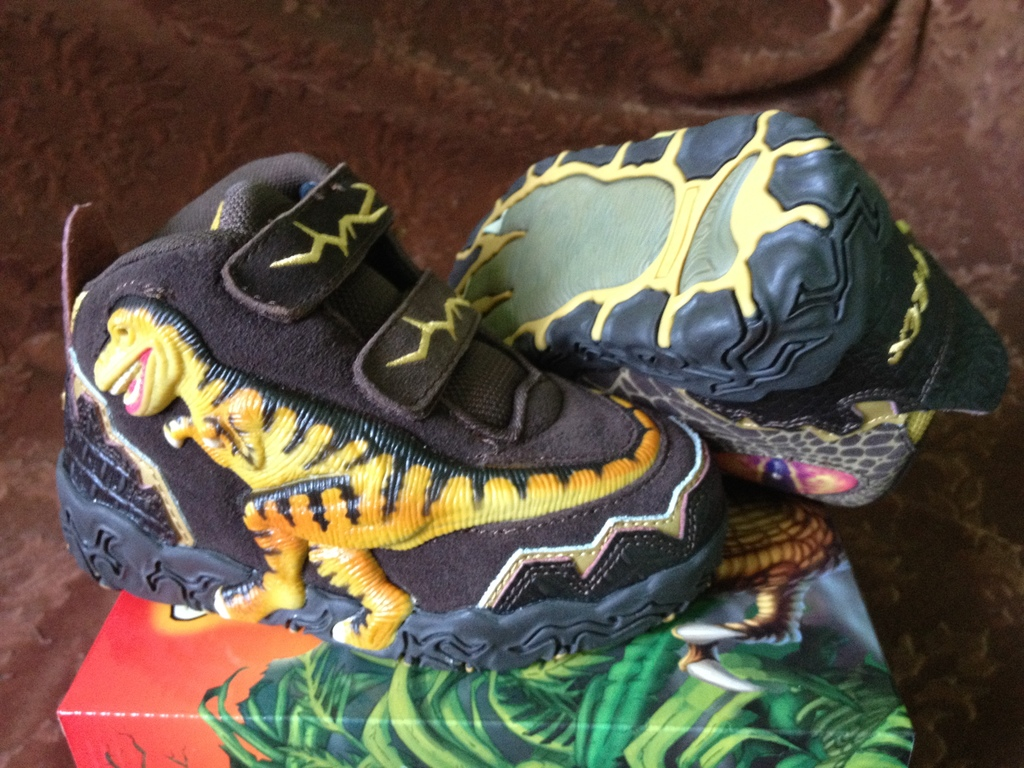 Кроссовки Dinosoles в наличии!