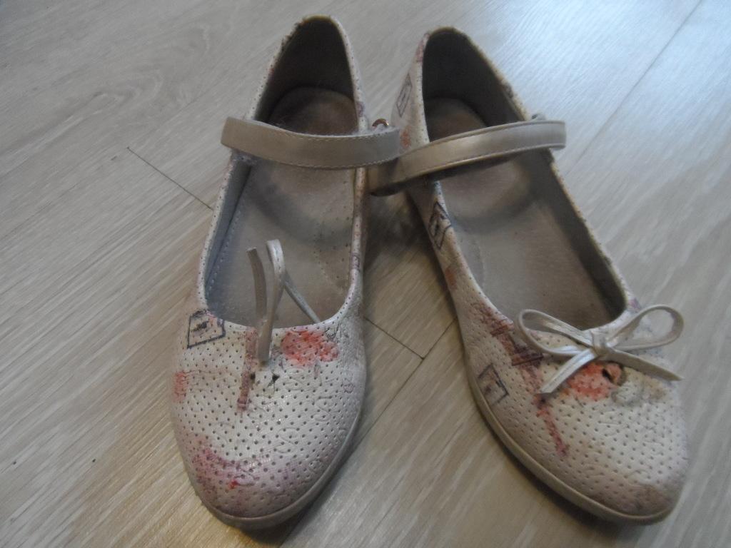 Пакет ботинки кроссовки туфли р.33-34. Цена за все