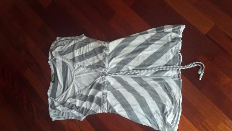 Кофточка Испанского бренда домашней одежды Massana woman. С запахом. На  44-46 подойдет примерно. Есть маленькая совсем дырочка (на фото). 0f809e76863