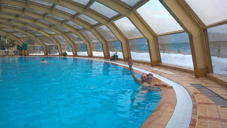 Где бассейн в парк отеле яхонты