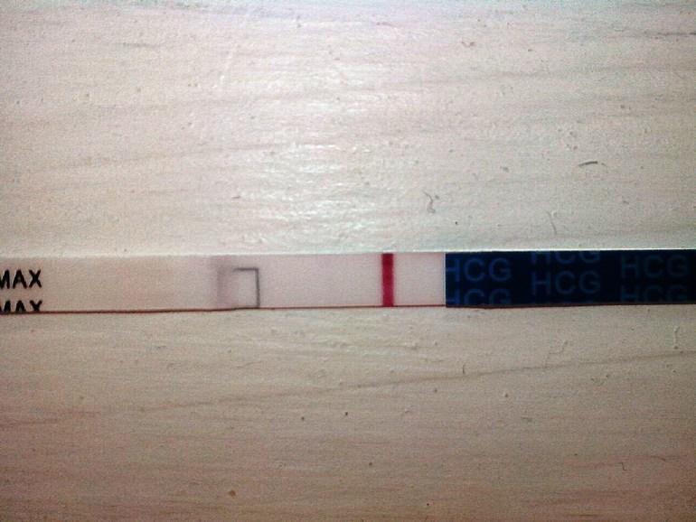 Тест на беременность вторая полоска белая что это