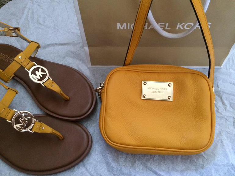 Купить женские сумки Michael Michael Kors в