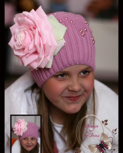 """Вязаная шапка (весна/осень) """"ЕВА"""" (розовая) с розой."""
