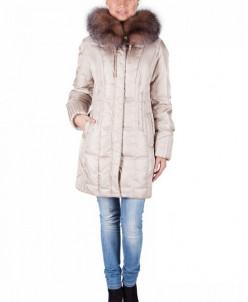 Полуприталенное пуховое пальто