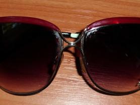 Очки солнцезащитные женские в металлической оправе