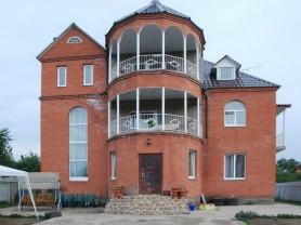 Продается 3-х Этажный кирпичный дом