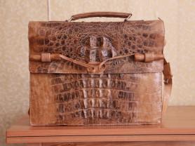 Портфель из крокодила