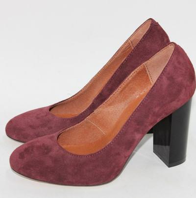 Замшевые туфли на удобном каблуке.
