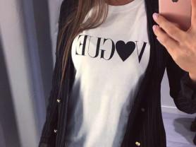 Новая футболка Vogue