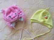 Две новые шапочки для девочки (р.80)