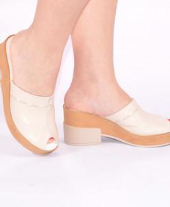 Женские кожаные босоножки на каблуках