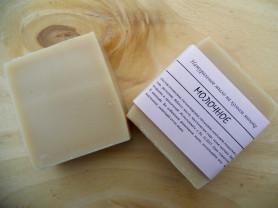 Натуральное мыло на козьем молоке.