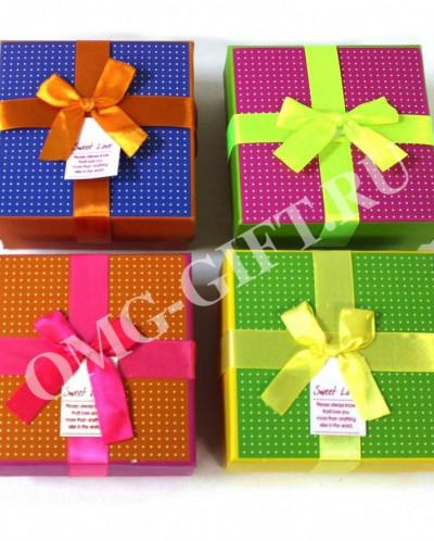 Коробка подарочная с яркими точками