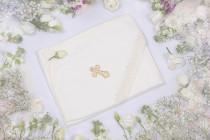 Крестильное полотенце-уголок с кружевом и крестиком