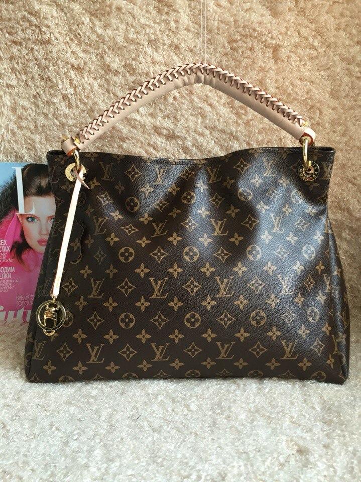 Большие и маленькие кожаные сумки Louis Vuitton