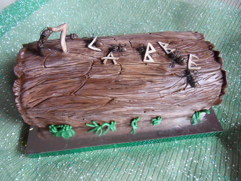 Как сделать муравья для украшения торта?