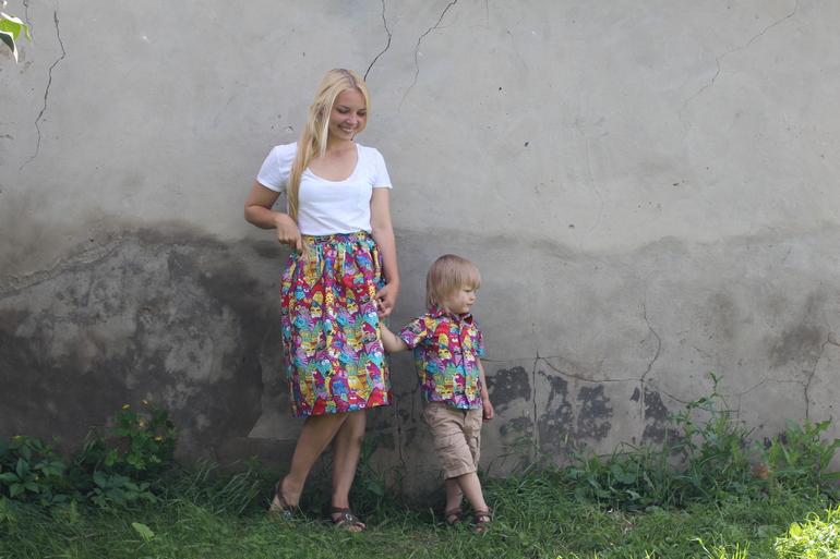 Смотреть сын задрал матери юбку на кухне и отпарол 25 фотография