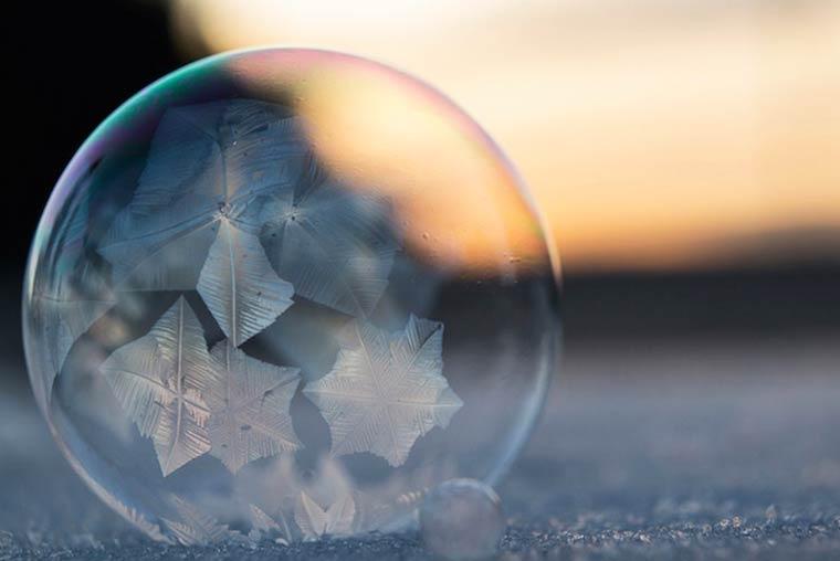 Снежные мыльные пузыри